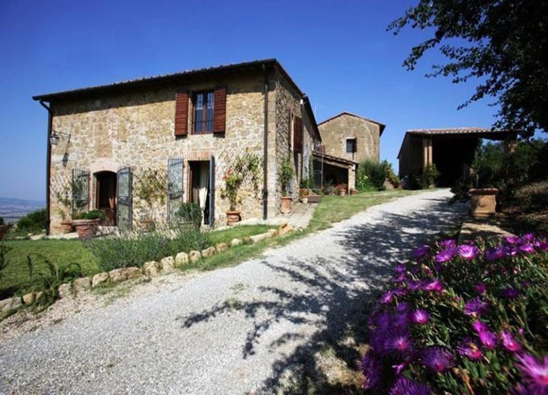 Main view of the villa - Villa Biancella - Monticchiello - rentals