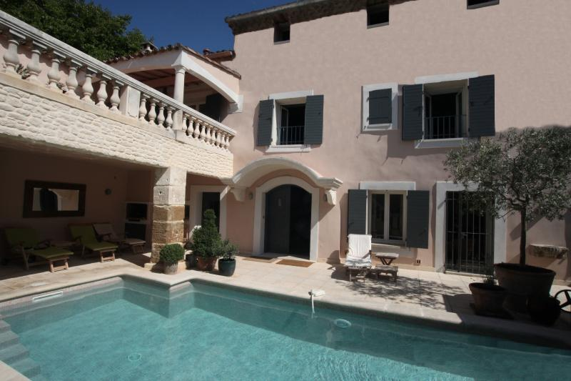 La Saga pool, courtyard and sun terrace - La Saga - Beautifully Converted 18th C. Barn - 6 Bedroom with Private Pools and Hot Tub - Pernes-les-Fontaines - rentals