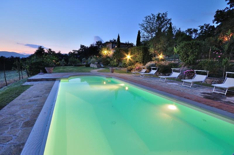 swimming pool at sunset - A Dream Cottage at Giusi & Dario's in Tuscany - Cortona - rentals