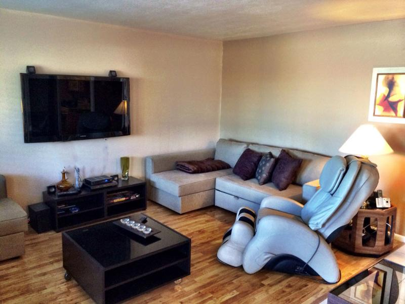 Family room with 2 futon couch beds - Vintage/Retro Condo in Old Town - Scottsdale - rentals