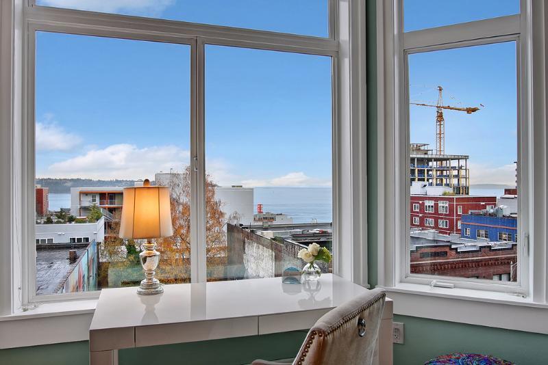1 Bedroom Cosmopolitan Water View Oasis - Image 1 - Seattle - rentals