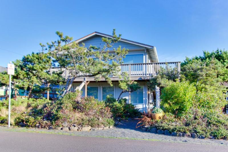 Spacious, oceanfront home w/ entertainment & very close beach access! - Image 1 - Seaside - rentals