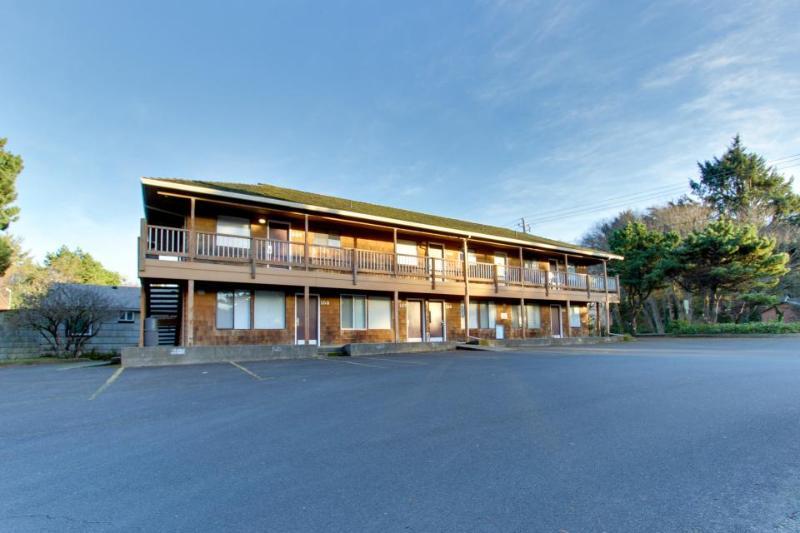 Sunset: Sunlit Studio (#158) - Image 1 - Cannon Beach - rentals