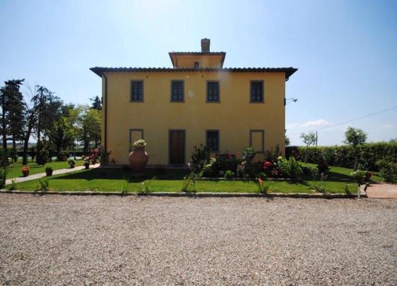 Back side view of Villa La Colombaia - Villa Leopoldine - Cortona - rentals