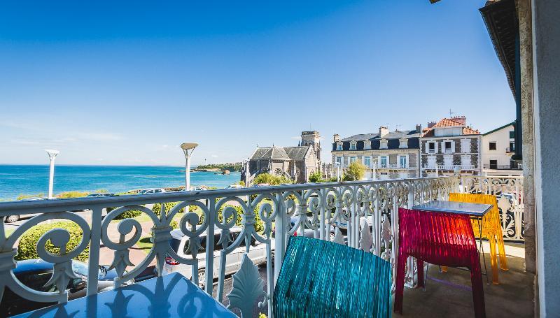 Central Oceanfront Duplex w/ Balcony & Garage - Image 1 - Biarritz - rentals