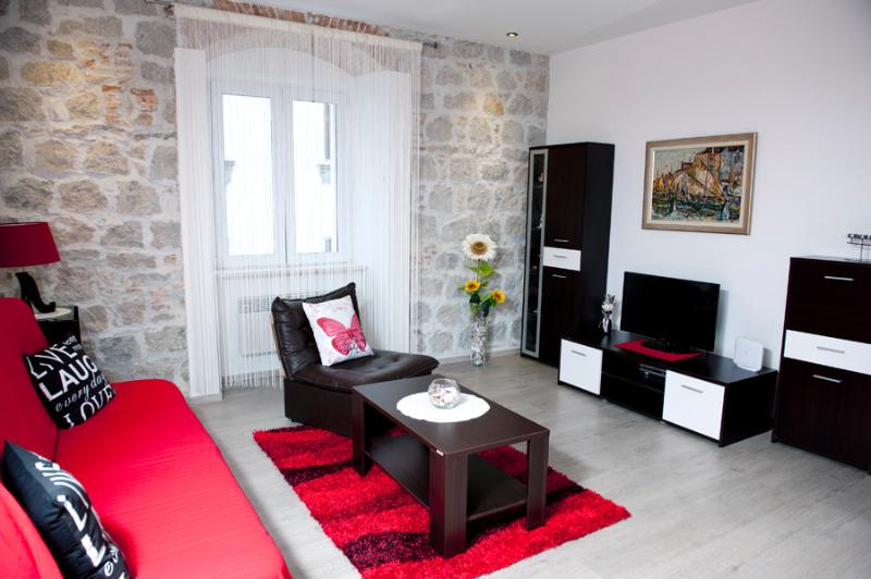 COZY APARTMENT IN THE HEART OF SPLIT-ILIĆEV PROLAZ - Image 1 - Split - rentals