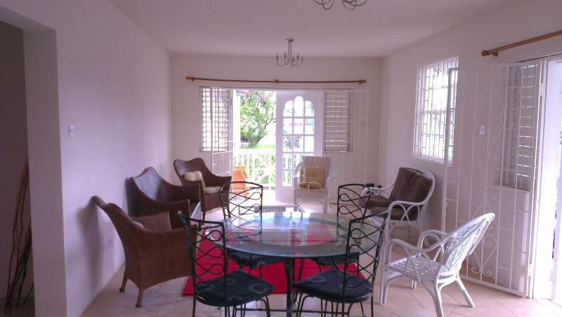 Spacoius lounge - Sea Coast GF 2 bed villa 50 metres from the beach - Oistins - rentals
