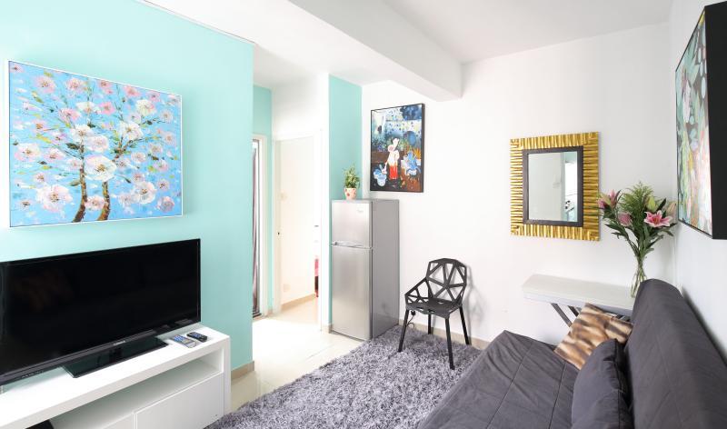 Our flat is bright and spacious - Bright n'Stylish 2Bdr Mongkok Flat - Hong Kong - rentals