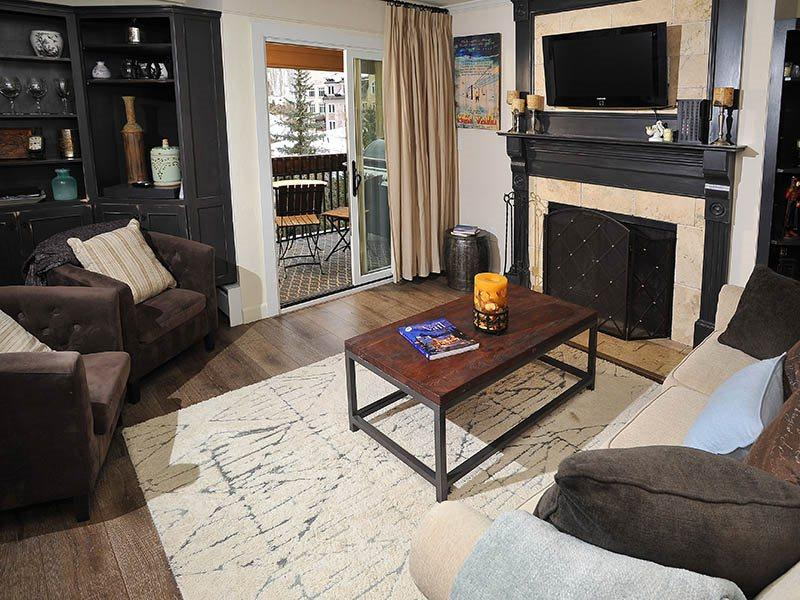 Living Room w/Sleeper Sofa - Enjoy this beautiful Vacation Condo only 75 Yds from the The Gondola Ski Lift in Lionshead Village. - Vail - rentals