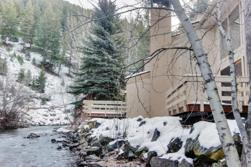 Waterfront home w/ shared hot tub & pool - one-minute walk to ski lifts! - Image 1 - Ketchum - rentals