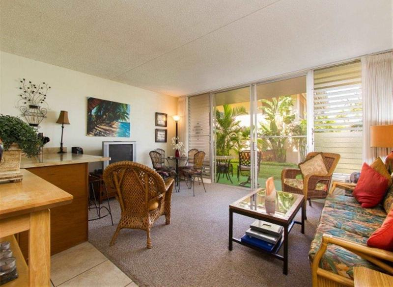 Dining area with breakfast bar and Cable TV and Internet Connection - Quiet Garden View Condo, Kihei Kai Nani, Maui - Kihei - rentals