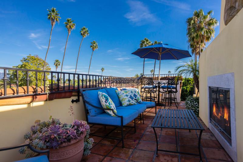 Get some sun and enjoy the mountain view on this rooftop patio on one of these comfortable chairs. - Luxury West Beach condo on 4 levels, rooftop deck with fireplace and views - Mykonos - Santa Barbara - rentals