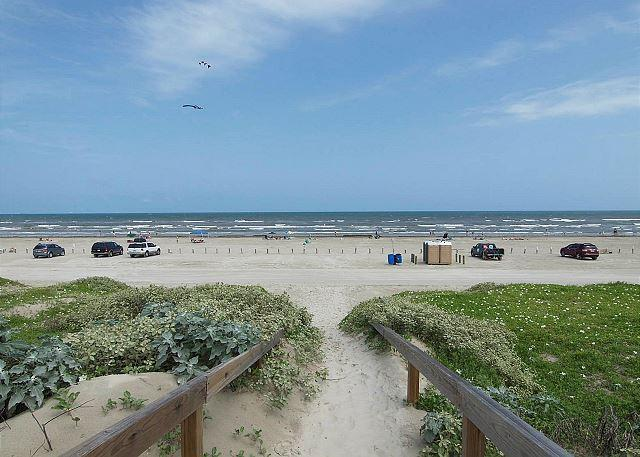 Beach at Banyan Beach - Paradise Found, Beach Walkover, Pool, In Town, Sleeps 8 - Port Aransas - rentals