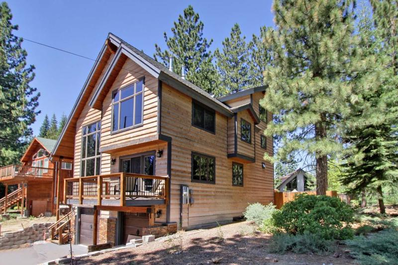 Amazing Country Club Estates - LUXURY w/ DUAL SUITES:3500 Sq-5 Bed/3 Living Areas - South Lake Tahoe - rentals