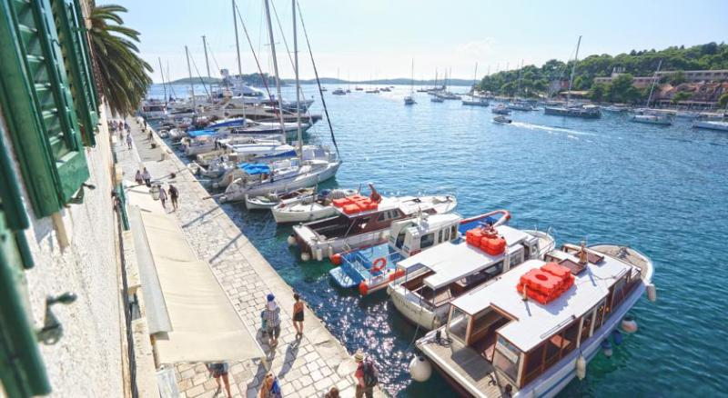 water front apartment for 6 persons Hvar town - WATER FRONT APARTMENT FOR 6 PERSONS IN HVAR TOWN - Hvar - rentals