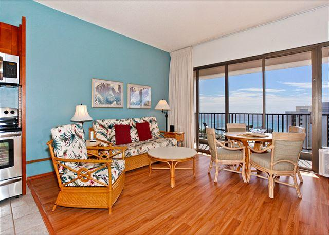 WB3810 T2 - Sweeping ocean views from penthouse-level one-bedroom with AC!  Sleeps 5. - Waikiki - rentals