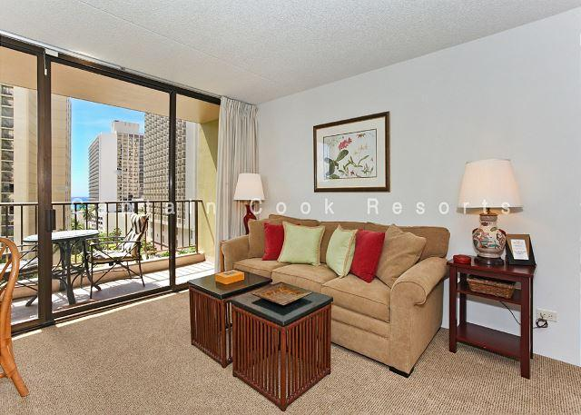 Ocean views - 1 bedroom, AC, WiFi, pool, parking.  Close to beach.  Sleeps 4. - Image 1 - Honolulu - rentals