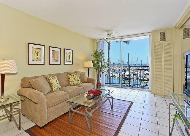 YACHT HARBOR VIEWS!  Remodeled 1-bedroom with AC and WiFi.  Sleeps 4. - Image 1 - Waikiki - rentals