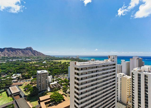 WU2904 - Ocean views - 1 bedroom, AC, WiFi, pool, parking.  Close to beach.  Sleeps 4. - Waikiki - rentals