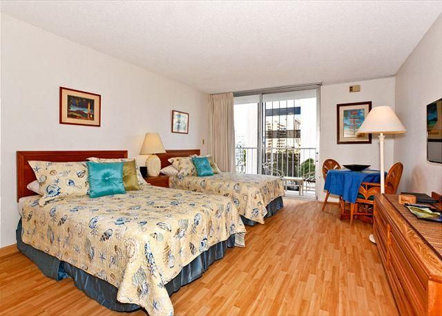 Freshly painted newly decorated laminated floors - Central Waikiki studio, washlet, AC, FREE parking and WiFi!  Sleeps 3. - Waikiki - rentals