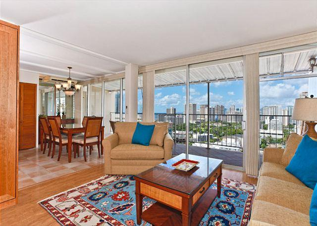Extra large A/C ocean view 1 bedroom/2 bath - Ocean view extra large one-bedroom with washlets, WiFi, AC, parking, sleeps 6 - Waikiki - rentals