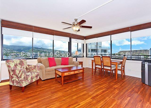 High floor one bedroom with washlet, AC, washer/dryer, WiFi, pool & parking! - Image 1 - Honolulu - rentals