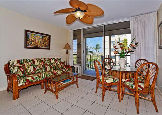 A/C recently renovated with tropical decor - GREAT location!  A/C, washer/dryer, dishwasher, WiFi, and parking! - Waikiki - rentals
