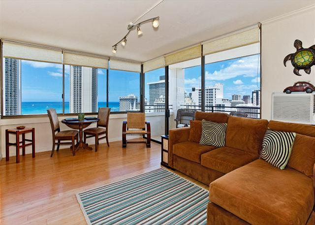 A/C updated high floor with bamboo laminated flooring - Ocean Views!  One bedroom, washer/dryer, WiFi, pool & parking! - Waikiki - rentals