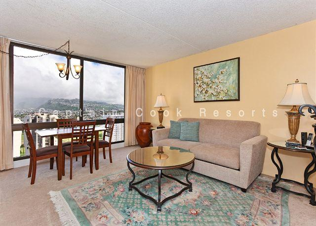 One-bedroom with AC and beautiful Ko'olau Mountain views!  Sleeps 4! - Image 1 - Waikiki - rentals