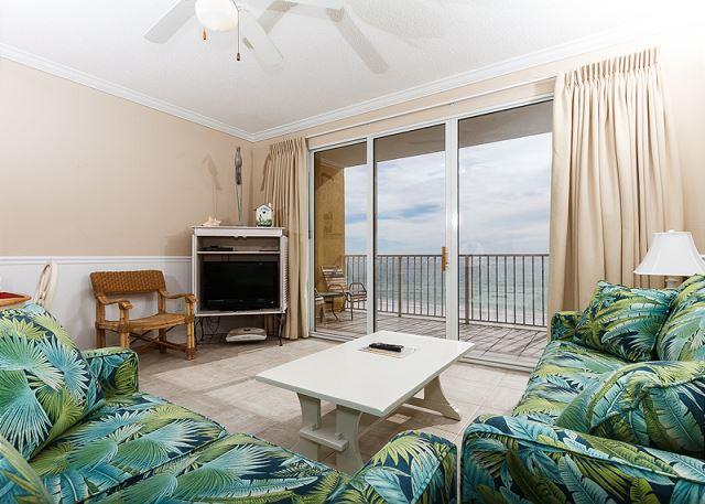Spacious and colorful beach front living room with amazing views - GD 505:Adventure to white sands and sparkling waters! 1BR beach front condo - Fort Walton Beach - rentals