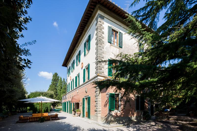 Le Contesse, lordly Villa with pool and tennis court. - Image 1 - Cortona - rentals