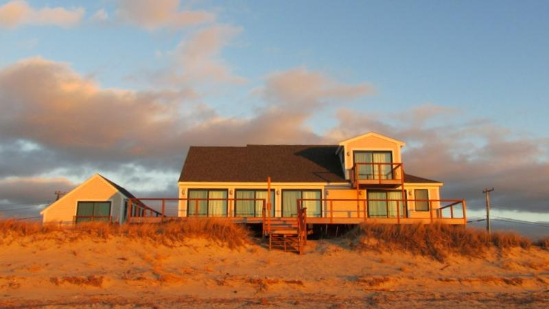 Beachfront Cottage - Harmes Way - 325 Harmes Way 107771 - Eastham - rentals