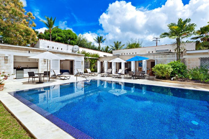 Very inviting infinity edge swimming pool - 3bed family villa, pool, garden, steps to beach - Saint Peter - rentals