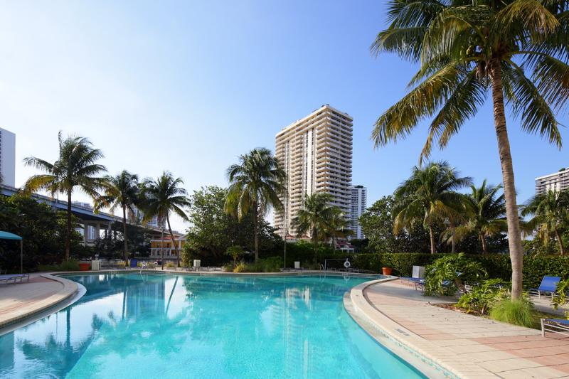 swimming pool - 1BR Garden view Condo in Sunny Isles - Sunny Isles Beach - rentals