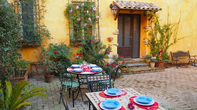 Entrance and common courtyard - Apartment Cesare, courtyard, terrace, private park - Rome - rentals