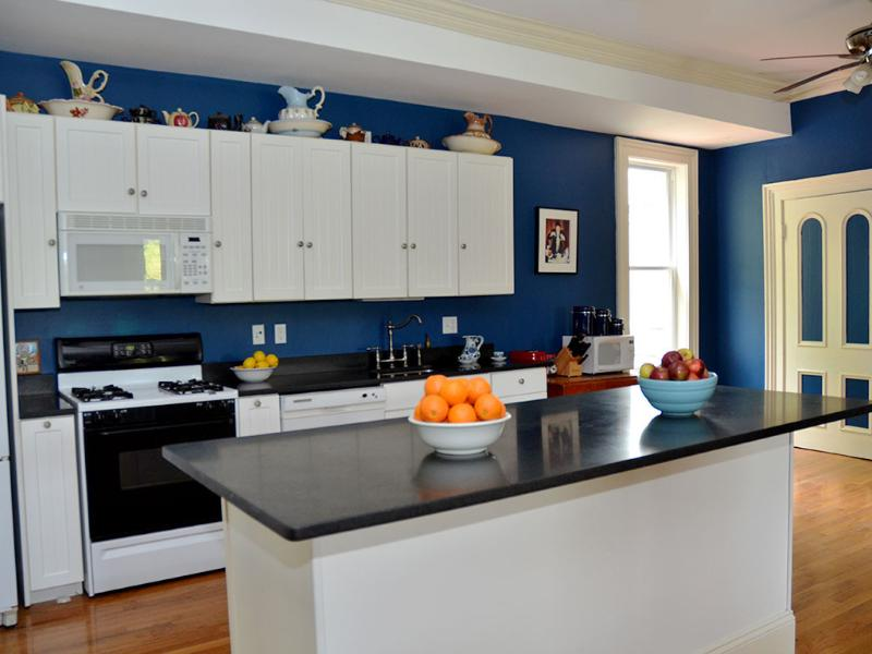 Great Room / Kitchen 30 x 30 - The Arlington - Civil War Era House - Palenville - rentals
