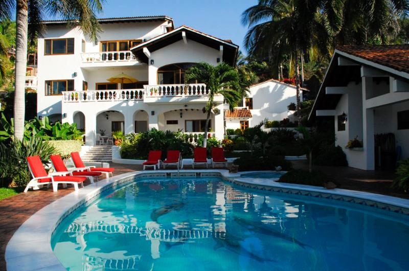 Backyard pool terrace - Villa de Roja - Beachfront! - San Pancho - San Pancho - rentals