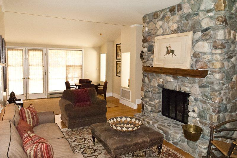 Formal Living Room with dual fireplace - Fairway Loop - #409 - Luxurious Sun Valley Home close to Sun Valley Village - Sun Valley - rentals
