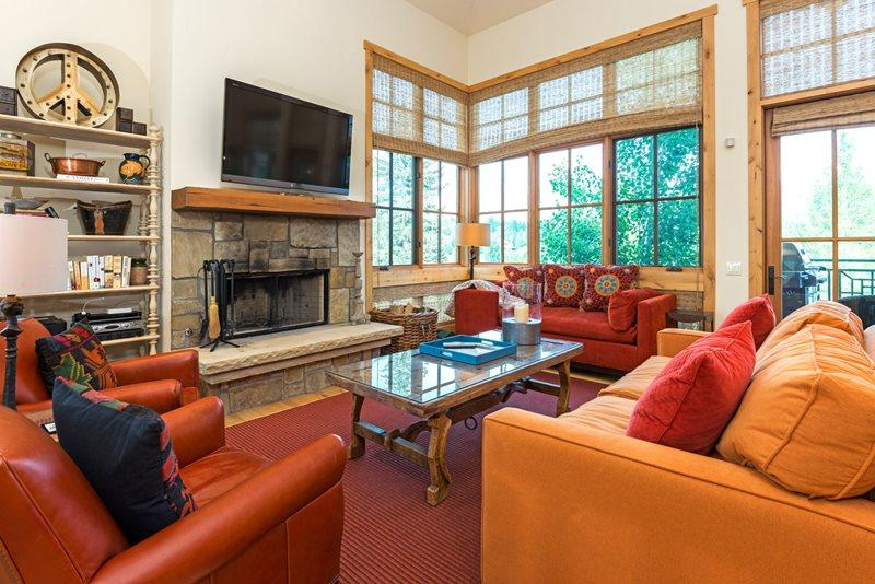 Spaciou Living Room with amazing views - Senabi Lane - #101 - Luxury Townhome in Elkhorn with Central Air Conditioning; - Sun Valley - rentals