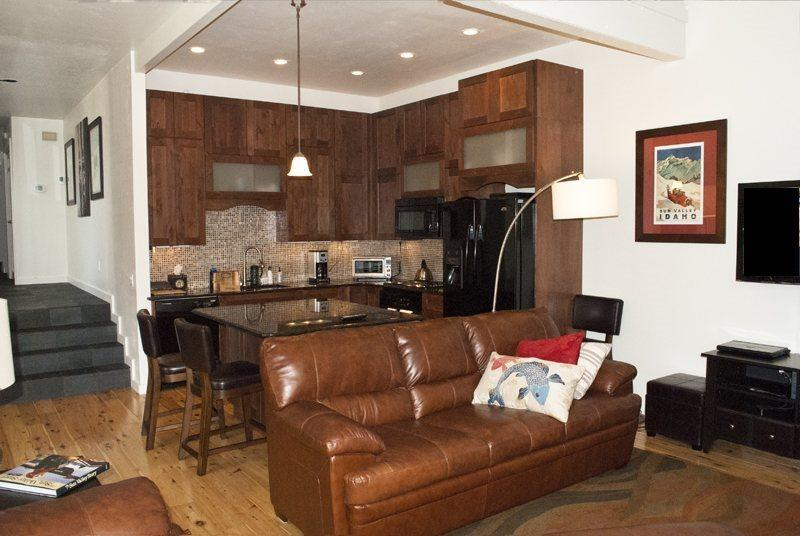 Completely updated condo with large living, dining and kitchen area  - Leadville #5, Trail Creek West- Luxury Condo Close to Downtown Ketchum - Ketchum - rentals