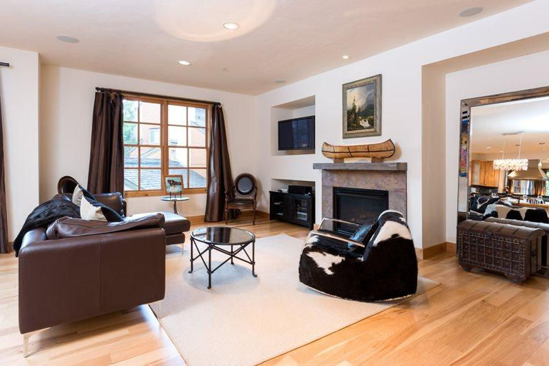 large spacious living room open to the dining and kitchen area - Angani Way 109, #11 - Elkhorn Springs -New Luxury Condo with Central Air Conditioning; - Stanley - rentals
