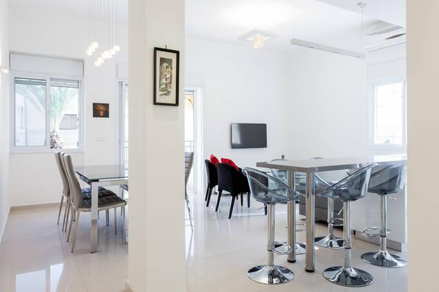 Living room, Diner area, Bar - Central TLV & Close to the Beach - Tel Aviv - rentals