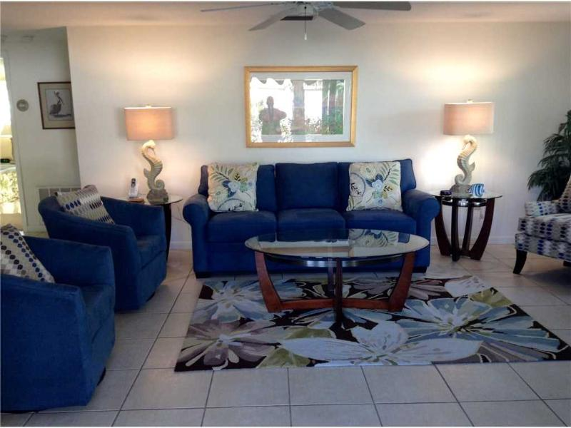 Island House Beach Resort, steps to sandy beached - Villa 11 - Image 1 - Siesta Key - rentals