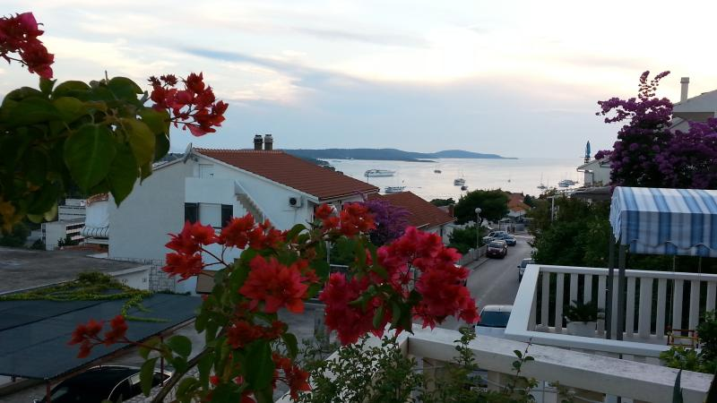 Comfortable apartment La Luna 6+2 persons - Image 1 - Hvar - rentals