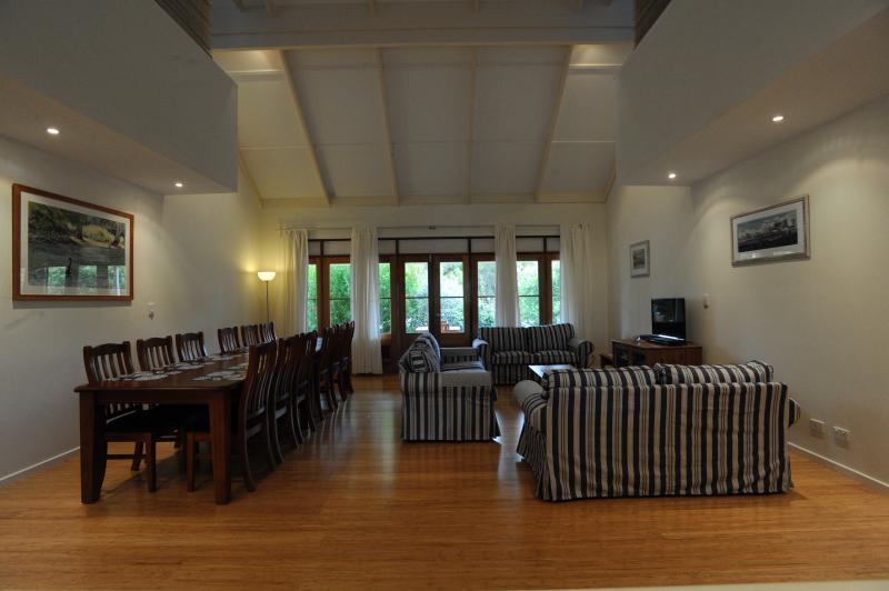 Garden Villa Living/Dining - Kangaroo Island Garden Cottages - Kingscote - rentals
