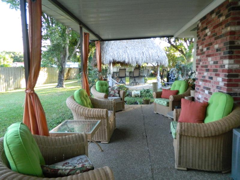 meet me on the back porch - 5 bedroom large home , TIKI, 2 Kitchens, 2 patios, - Pompano Beach - rentals