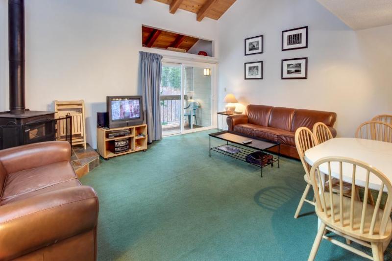 Charming condo w/ shared hot tub, pool, resort amenities - close to ski & beach! - Image 1 - Carnelian Bay - rentals