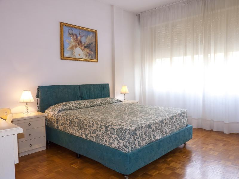Wide and Confortable Double Bed Room - Casa Vacanze Sergio Pisa - Free Wi Fi - Pisa - rentals