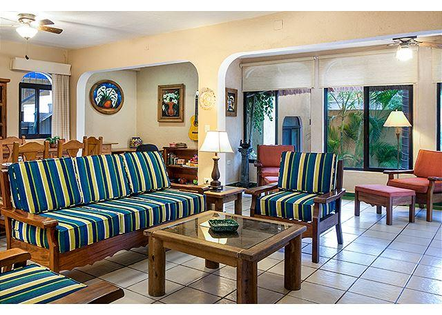 Spacious living room. - YOU WILL LOVE THIS VILLA, AFFORDABLE, WALK TO BEACH OR TOWN, AC/POOL & MORE! - Puerto Morelos - rentals