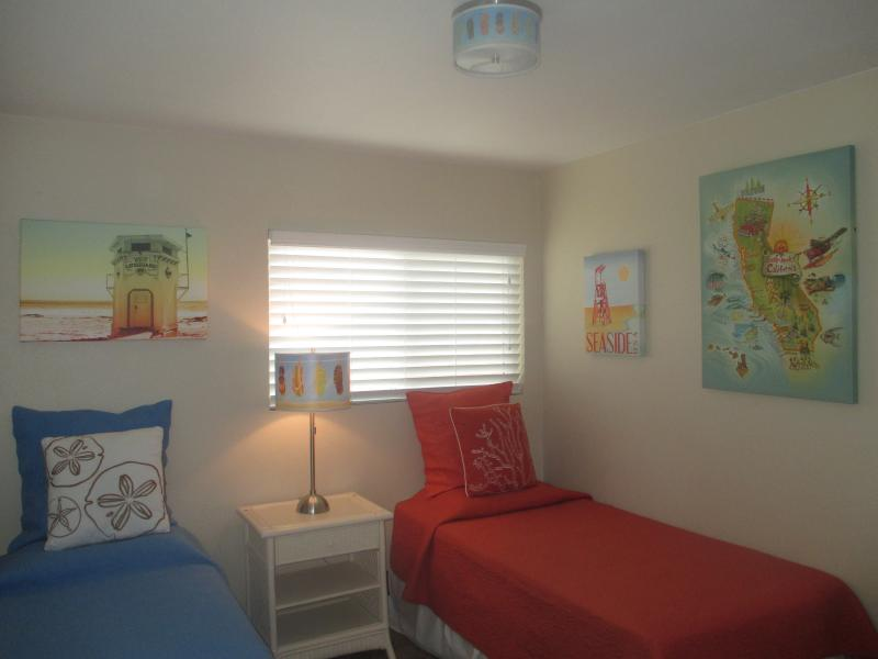 Guest Bedrooom - 4 Bedroom House, Near Disney and Knotts in Anaheim - Anaheim - rentals